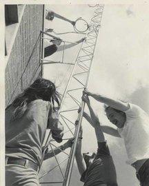 rsz_wzrd_securing_antenna_1974